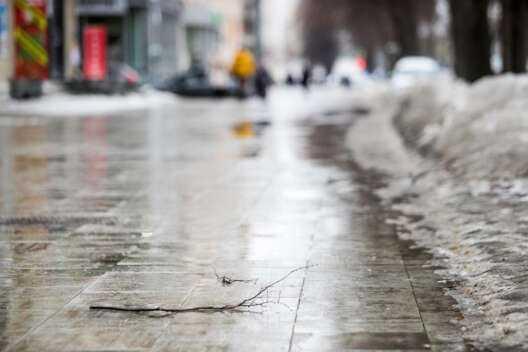 Новая рабочая неделя принесёт в Кузбасс потепление и гололёд