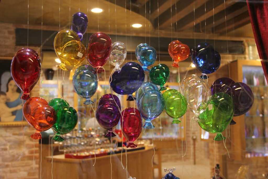 Как украсить детский праздник: ходячие шары, светящиеся, в коробке