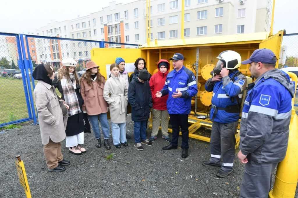 """Кузбасские школьники знакомятся с промышленными профессиями региона в рамках проекта """"Неделя без турникетов"""""""